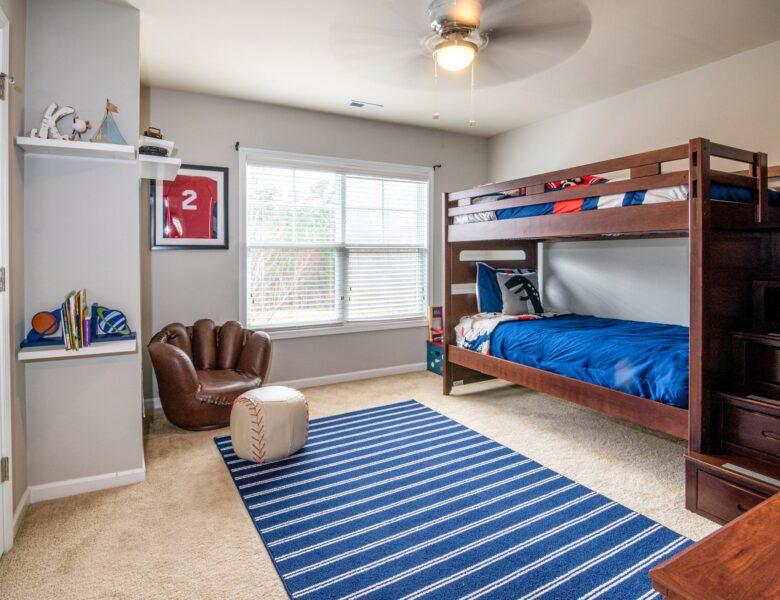 Łóżko piętrowe, czyli pomysł na wypoczynek dla rodzeństwa
