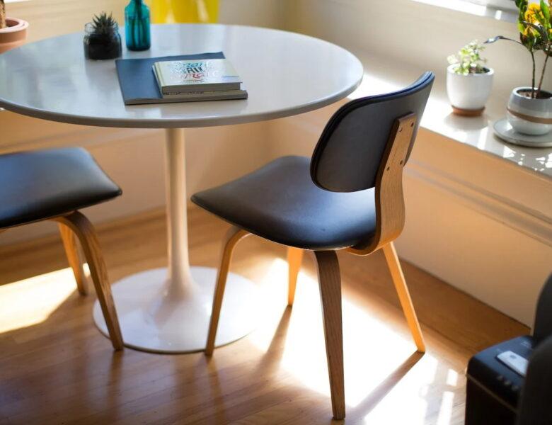 Krzesła dobrze dobrane. Jakie aspekty pomogą Ci przy ich zakupie?